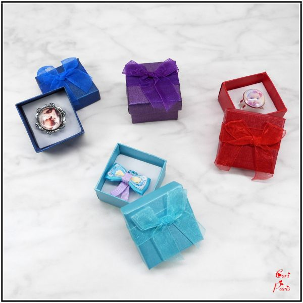 Cori Paris - Gift boxes for rings and personalized rings.