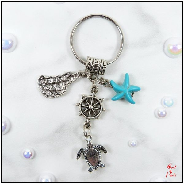 Beach keychain with a blue starfish, a turtle, a ship and a rudder charms