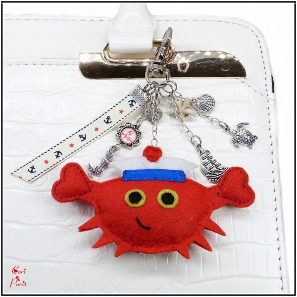 Beach keychain with a red crab and sealife charms to decorate your handbag