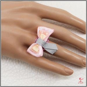Bow ring for women in pink, a unique new mom gift jewelry.