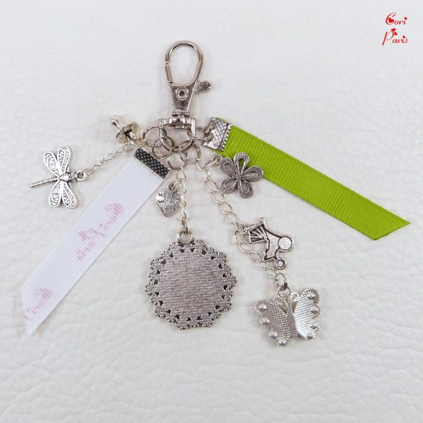 Butterfly keyring in green color with a personal photo cabochon, ideal for new moms