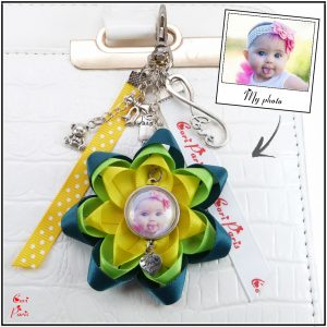 Flower zipper charm in yellow and green, personalized with a personal picture