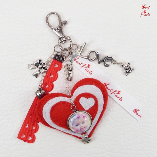 Custom photo keychain with a felt heart, a unique gift for mom on Valentine's Day