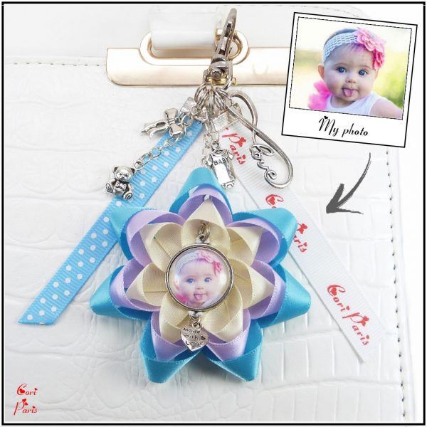 Customized gift for her : personalized keychain with photo, blue ribbon flower and baby charms