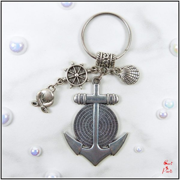 Summer keyring personalized with your photo on an anchor cabochon, a seashell and pirate charms